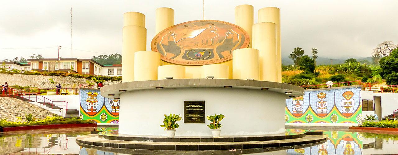 Monument-du-cinquantenaire à Buea au Cameroun