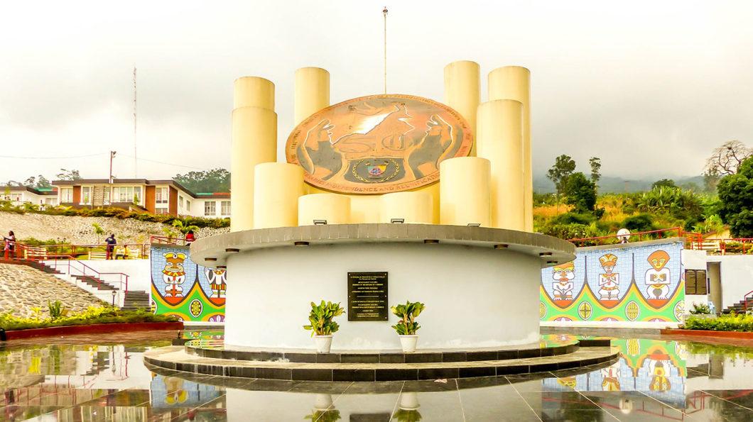 Le monument du Cinquantenaire à Buea