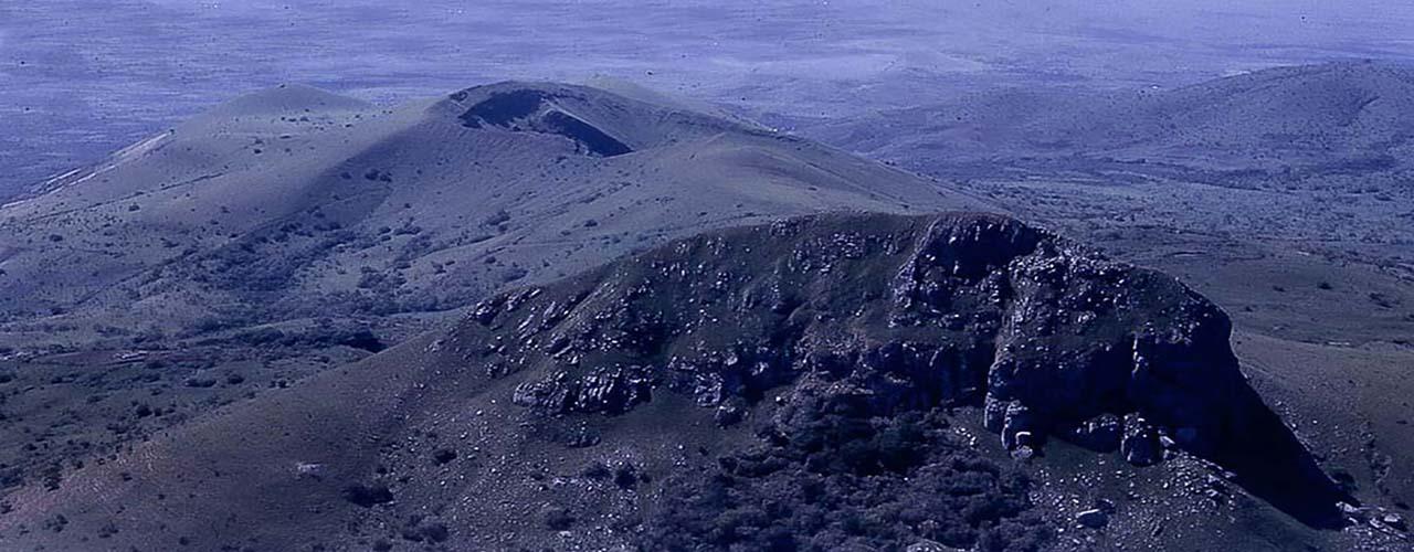 Le Mont et le lac Mbapit
